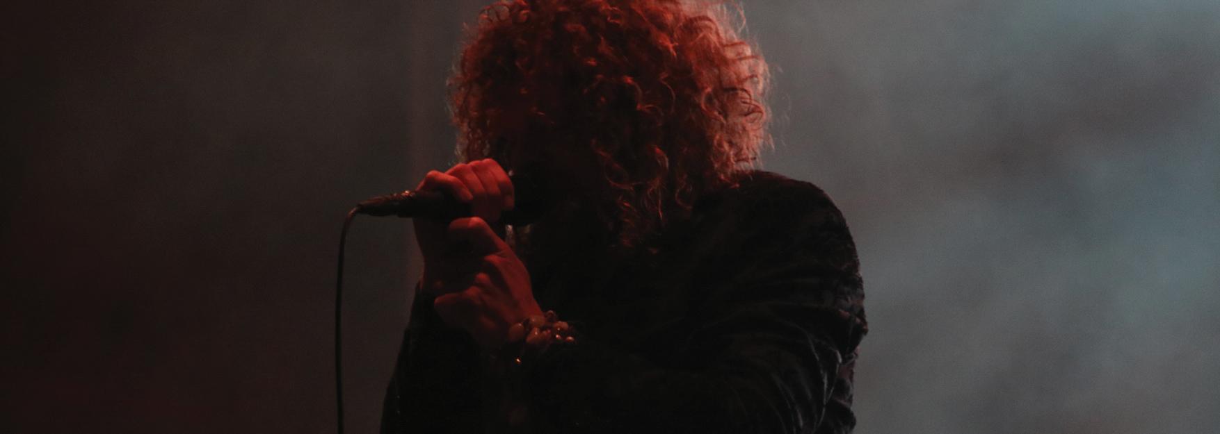 Bevrijdingsfestival-Direct-zanger-op-podium